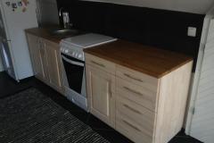 Kehtenel-puit-köögimööbel