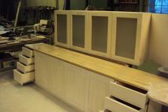Kehtenel-puit-valge köögimööbel