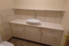 Kehtenel-puit-vannitoa mööbel