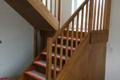 Kehtenel-puit-trepp-kinnine trepp