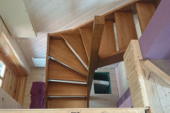 Kehtenel-puit-trepp-pöörav