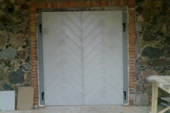 Kehtenel-puit-täispuit-uks-garaaživäravad (2)